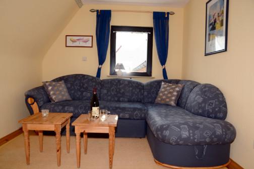 Wohnzimmer mit Sofaecke in der Ferienwohnung