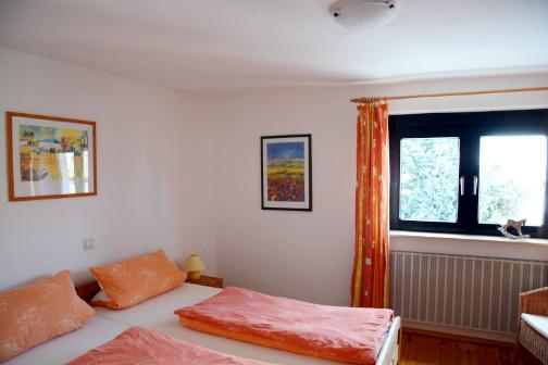 Schlafzimmer eins der Ferienwohnung